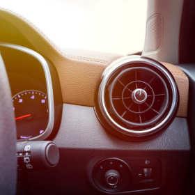 Klimatyzacja samochodowa: jak rozpoznać, że wymaga naprawy?