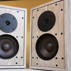 Jak wybrać głośniki do odtwarzania muzyki? Praktyczny poradnik