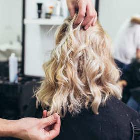 Które kursy warto dodatkowo zrobić po ukończeniu szkoły fryzjerskiej?