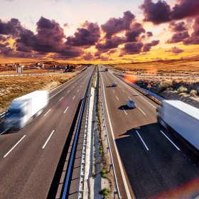 Jaka jest różnica między transportem, spedycją a logistyką?