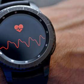 Smartwatch – jakie akcesoria warto do niego zakupić?