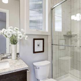 Szkło – w kuchni, salonie i łazience