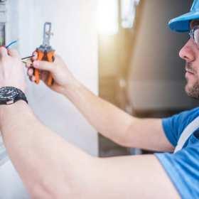 Naprawy instalacji elektrycznych