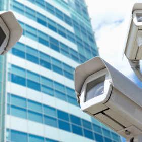Jakie są podstawowe zalety monitoringu wizyjnego CCTV?