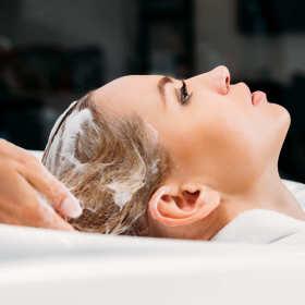 Profesjonalne zabiegi pielęgnujące włosy i skórę głowy