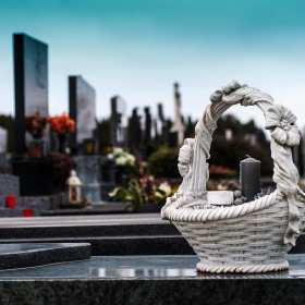 Piękna ostatnia droga – zadbaj o oprawę pogrzebu