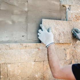 Jakie są największe zalety tynku mozaikowego?