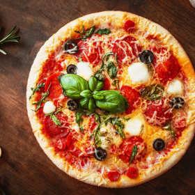 Dodatki do pizzy. Jakie i ile powinno ich się znaleźć na pizzy?