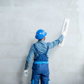 Jak wybrać najlepszą firmę budowlaną do tynków?