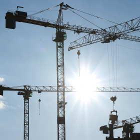Dźwig – niezbędny na budowie
