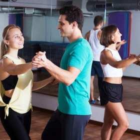 Dlaczego warto zapisać się do szkoły tańca