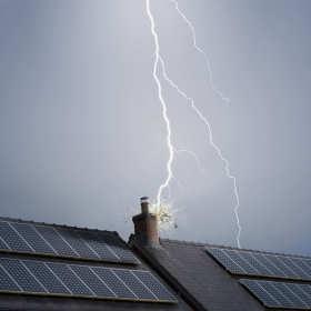 Montaż instalacji odgromowej na dachu skośnym - co warto wiedzieć?