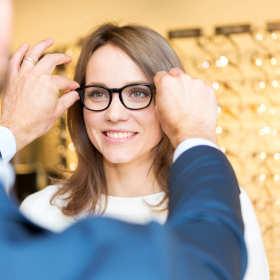 Okulary progresywne – w biurze i na boisku