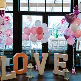 Gdzie zaopatrzyć się w artykuły dekoracyjne na imprezę?