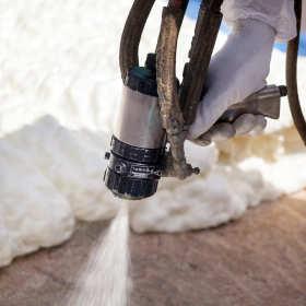 Tanie i efektywne ocieplanie domów metodą natryskową