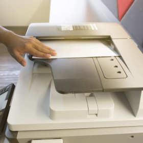 Kserokopiarki i drukarki niezbędne dla sprawnej pracy biura