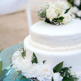 Wybieramy tort ślubny – klasyka czy odrobina słodkiego szaleństwa?