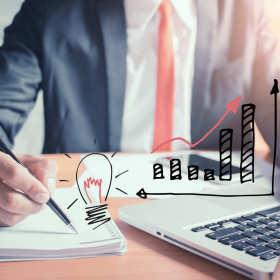 Biuro rachunkowe czy własny księgowy? Co jest lepsze dla małej i średniej firmy?