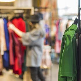 Jak przyciągnąć klientów do sklepu z odzieżą używaną?