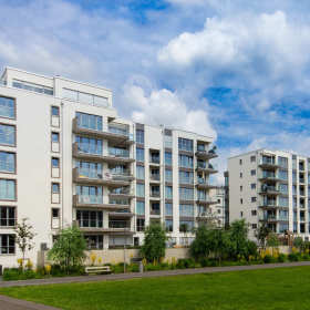 Budynek w dobrych rękach – dlaczego warto zatrudnić biuro do zarządzania nieruchomościami?