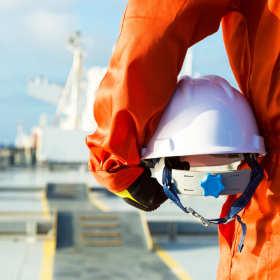 Zasady korzystania z odzieży roboczej – poradnik dla pracownika i pracodawcy
