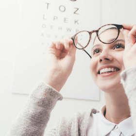 Pierwsze okulary – na co zwrócić uwagę? Jak wybrać?