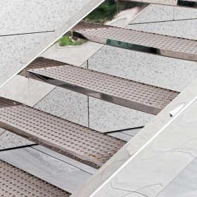 Stalowe schody i balustrady – solidne i estetyczne