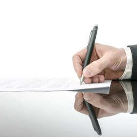 Co powinna zawierać umowa kupna-sprzedaży samochodu?