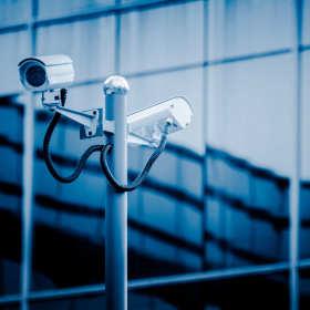 Monitoring to nie wszystko. Jak zapewnić bezpieczeństwo w firmie? Poradnik