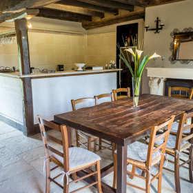 Drewno z tartaku. Jak urządzić dom w stylu rustykalnym?