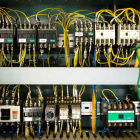 Kompatybilność elektromagnetyczna. Co to takiego i gdzie występuje?