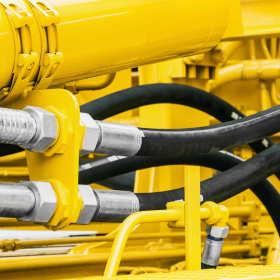 Węże hydrauliczne – jeden z najważniejszych elementów hydrauliki siłowej