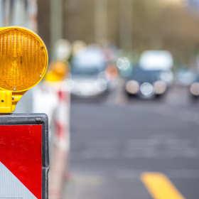 Kiedy i dlaczego stosuje się obrotowe lampy ostrzegawcze?