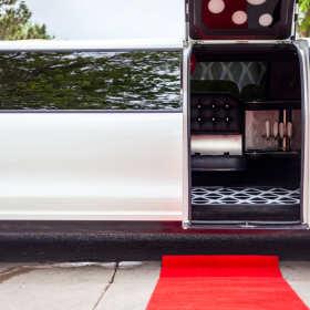 Zrób dobre wrażenie – wynajmij luksusową limuzynę