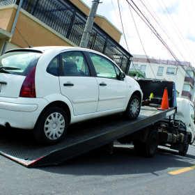 Jak rozpoznać dobrą pomoc drogową? Jaką firmę wybrać? Poradnik dla kierowców