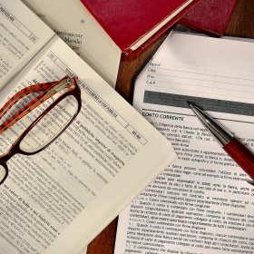 Jak ściągnąć należności od dłużników? Pomoże w tym dobry radca prawny