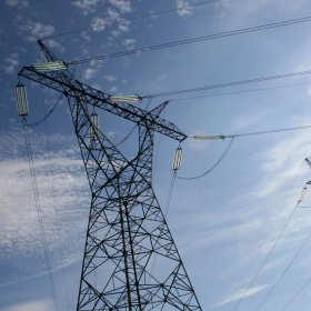 Co zrobić, żeby płacić mniej za energię elektryczną? Przeczytaj nasz poradnik