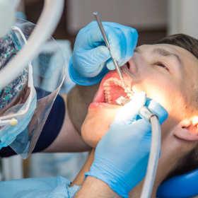 Walcz z próchnicą u najlepszych dentystów!