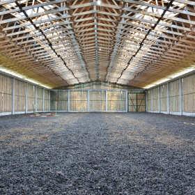 Więźba dachowa tradycyjna czy prefabrykowana? Co wybrać?
