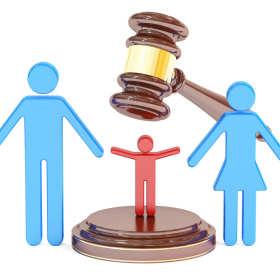Prawo do opieki nad dzieckiem. Komu przysługuje? Jak o nie walczyć?