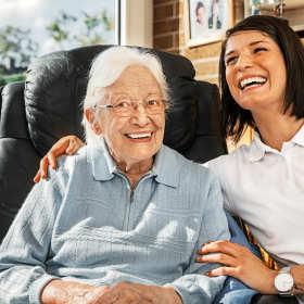 Jak wybrać dobry dom opieki dla osoby starszej?