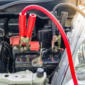 Akumulatory i osprzęt rozruchowy – wymiana i ładowanie