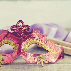 Jak zrobić maskę karnawałową?