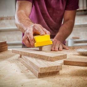 Usługi stolarskie i remontowe – jak wybrać najlepszą firmę?