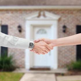 Jak sprzedać mieszkanie? Dlaczego konieczna jest wizyta u notariusza?