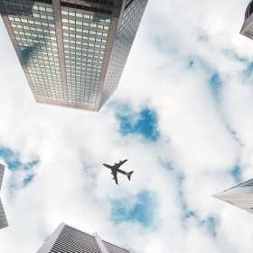 Pracownik na walizkach, czyli organizacja podróży służbowej