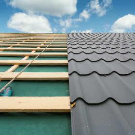 Prace dekarskie – montaż pokryć dachowych