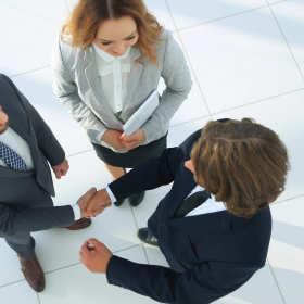 Jak prawidłowo przeprowadzić przejęcie firmy?