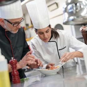 Kursy przyuczające do pracy w gastronomii