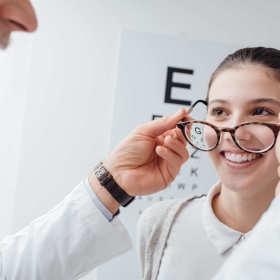 Dobór okularów tylko w renomowanym zakładzie optycznym